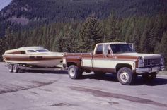 Square bodies towing boats, let's see them! The 1973 - 1987 Chevrolet & GMC Squarebody Pickups Message Board 87 Chevy Truck, Vintage Chevy Trucks, Chevy 4x4, Classic Chevy Trucks, Chevy Pickups, Chevrolet Trucks, Chevrolet Silverado, Dually Trucks, Farm Trucks