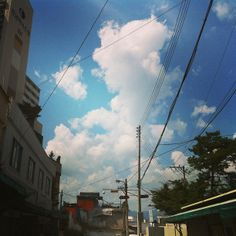 .@haesol222 | #춘천 #골목 #9월 #하늘 #예쁘다 :-) | Webstagram