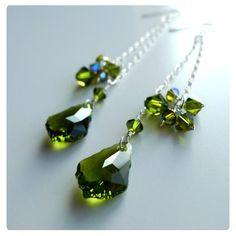 Fülbevaló inspiráció Swarovski Elemenst #6090 Baroque medálból és #5328 XILION Bead kristály gyöngyökből Olivine színben