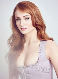 """chrisheavans: """"Sophie Turner for Vanity Fair, 2016 """" Maisie Williams Sophie Turner, Sofie Turner, Dna, Sophie Gray, Beautiful People, Beautiful Women, Actrices Sexy, Gorgeous Redhead, Celebs"""