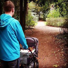 thanks @aquatigre  #abcdesign #thinkbaby #walking #father #dad #autumn #baby #turbomoments #abcdesign_turbo4s #turbo4s #kinderwagen #prams #sleeping #child #nature #instagood  #photooftheday