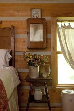 Cozy Cabin Bedroom Decoration Ideas - Page 3 of 38 Farmhouse Style Bedrooms, Farmhouse Decor, Country Bedrooms, Vintage Farmhouse, Vintage Cabin, Cabin Homes, Log Homes, Country Decor, Rustic Decor