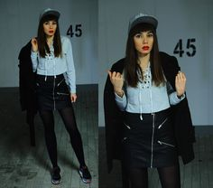 sporty chic outfit, Mitchell and Ness snapback, lace up blouse, leather skirt, nike air max sneakers and wool trench coat: https://jointyicroissanty.blogspot.com/2016/12/sporty-chic.html