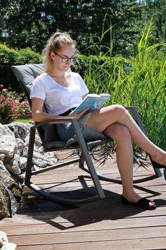 S ratanovým hojdacím kreslom 🖤BIREN🖤 bude o dokonalý relax postarané na 100%. Doprajte si spolu s ním letný oddych aj vy. 😎 #zahradnekreslo #hojdaciekreslo #ratanovekreslo #zahrada #zahradnynabytok