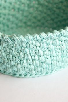 Recipe for a crochet basket, tutorial by A bag full of crochet for a spike stitch basket.