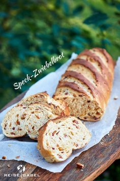 With the recipe for the bacon and onion bread, you have the perfect recipe to trump up homemade bread at the next barbecue. It comes with relatively few ingredients and tastes heavenly. When it's freshly baked, you don't even need to grill it. Savoury Baking, Bread Baking, Bacon, Bread Recipes, Cake Recipes, Onion Bread, Lard, Few Ingredients, Air Fryer Recipes