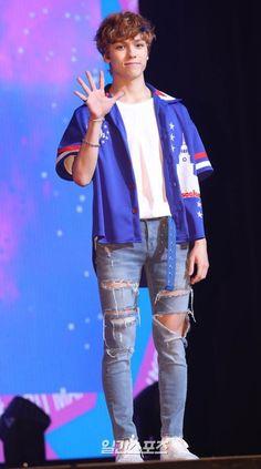 Woozi, Jeonghan, Vernon Seventeen, Seventeen Wonwoo, Seventeen Debut, Vernon Chwe, Half Korean, Warner Music, Hip Hop