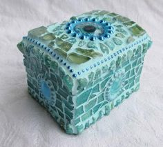 A small mosaic treasure chest or ring box, covered in deep tones of blue with one large glass eye on the lid - this is a unique piece of mosaic art by Frances Green of waschbear designs. Mosaic Art, Mosaic Glass, Stained Glass, Glass Art, Mosaic Madness, Jewelry Box, Unique Jewelry, Jewellery, Keep An Eye On