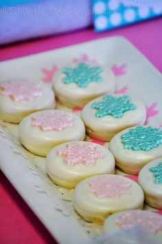 White chocolate-covered oreos with fondant snowflakes