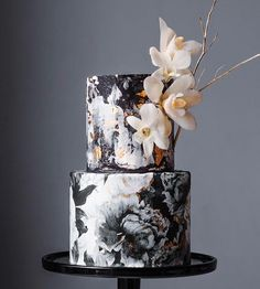 Don't miss the chance to learn next to me how to make this monochrome wedding cake in January ! 2 Workshops available to learn everything a. How To Make A Wedding Cake Look Taller Beautiful Wedding Cakes, Gorgeous Cakes, Pretty Cakes, Amazing Cakes, Black White Cakes, Black And White Wedding Cake, Black White Weddings, Black Tie, Black Swan