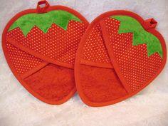 Agarraderas de fresa fresa guantes por VernieLeeDesigns en Etsy