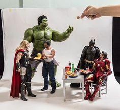 Superhero Action Figures Arranged In Humorous and Human-like Scenarios by Edy Hardjo -  Spiderman, Hulk, Iron Man, Batman, Thor oder Captain America