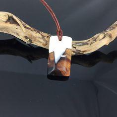 Ein persönlicher Favorit aus meinem Etsy-Shop https://www.etsy.com/de/listing/515304990/wood-resin-necklaceuberragende-holz-harz