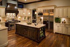 White wood tile floor kitchen cabinet colors 47 New ideas Cream Colored Kitchen Cabinets, Cream Colored Kitchens, Dark Wood Kitchen Cabinets, Light Wood Kitchens, Kitchen Cabinet Colors, Kitchen Colors, Cool Kitchens, Kitchen Wood, White Cabinets