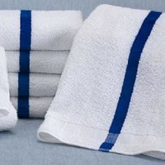 60 Dozen) New Blue Stripe Bath Towels Per Dozen Hotel Pool Towels Luxury Beach Towels, Large Beach Towels, White Hand Towels, Striped Towels, Washing Towels, Bath Towels, Towel Rack Pool, Towels Smell, Hotel Towels
