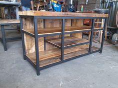estanteria o mesa de cocina en hierro y madera