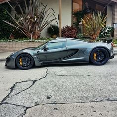 The Hennesey Venom GT went into production in 2012 by US car manufacturer Hennessey Performance Engineering. The car holds a number of speed world records. Porsche, E90 Bmw, Hennessey Venom Gt, Super Sport Cars, Unique Cars, Car In The World, Modified Cars, Amazing Cars, Car Car