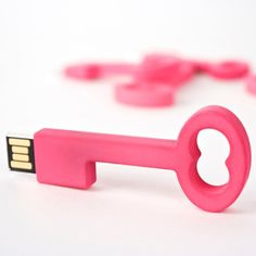 """You've got the key to my hard drive"" Sweet nothings you don't hear often!  [""Clé USB""]"