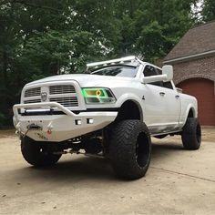 Nice truck but it needs different rims and tires, not those fat offset ones.