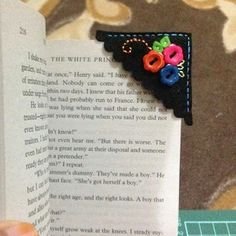 Felt corner bookmark with buttons