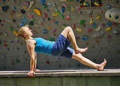 Besser Klettern mit diesen Übungen: Hier zeigen wir die besten Übungen für mehr Körperkraft, Koordination und Beweglichkeit.