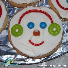 pinner says:  The cutest & easiest snowman cookies ever! These were a huge hit!!!
