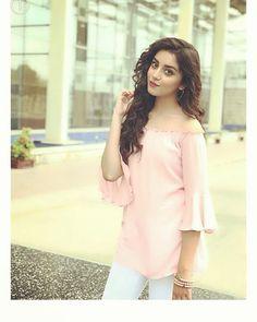 Pakistani Girl, Pakistani Dress Design, Pakistani Actress, Pakistani Dresses, Pakistani Bridal, Beautiful Girl Makeup, Beautiful Girl Image, Stylish Girls Photos, Stylish Girl Pic