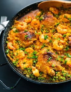 Chicken Thighs and Shrimp Paella Recipe - easy paella recipe made of shrimp and chicken. Super yummy comfort food with seasfood and spanish rice. Best Paella Recipe, Shrimp Paella Recipe, Seafood Paella, Chicken Paella Recipe Easy, Paella Easy, Best Dinner Recipes, Chicken Recipes, Cooking Recipes, Meals