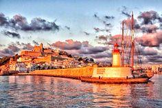 Dalt Vila y puerto