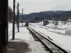 函館本線小沢駅の景色。羊蹄山も見える。Hokkaido, Japan.