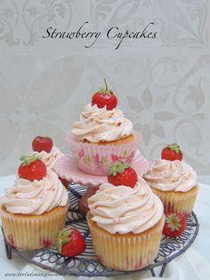 Cupcakes de fresas silvestres-Strawberry cupcakes