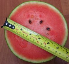 5 Key Tips To Pick The Perfect Watermelon Picking Watermelon, Watermelon Hacks, Food Hacks, Food Tips, Food Storage, Key, Fruit, Healthy, Sweet
