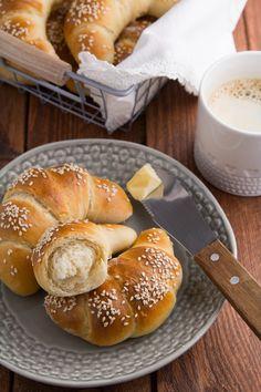 drożdżowe rogaliki na maślance Sweet Pastries, Food Cakes, Bread Rolls, Sweet Bread, Pretzel Bites, Doughnut, Cake Recipes, Gluten Free, Baking