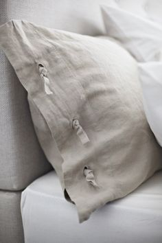 love my Ikea linen duvet cover & shams...wish they made this in king size. I drool over them all the time...:/