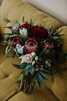 Wedding Flower Trends 20 Protea Wedding Bouquets moody wedding bouquet with deep red proteas Protea Wedding, Fall Wedding Bouquets, Fall Wedding Flowers, Bride Bouquets, Bridal Flowers, Floral Wedding, Bridal Bouquet Red, Deep Red Wedding, Boho Flowers