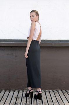 Remera espalda descubierta y falda larga