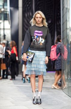 The Balenciaga sweatshirt is staging a world takeover London Fashion Week Street Style Estilo Fashion, Fashion Mode, Funky Fashion, Look Fashion, Fashion Photo, Spring Fashion, Fashion Outfits, Fashion Weeks, French Fashion