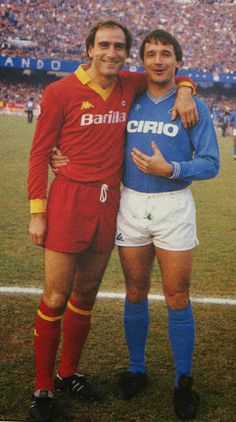Napoli 1 AS Roma 2 in Dec 1984 at Stadio San Paolo. Francesco Graziani and Daniel Bertoni before kick off #SerieA