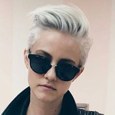 Simple, edgy, and sophisticated Short Grey Hair, Short Hair Cuts, Haircut And Color, Pixie Haircut, Great Hair, Hair Today, Hair Dos, Pretty Hairstyles, Hair Trends