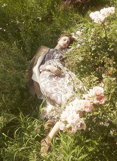 "girlsingreenfields: ""Longing for Bloomsbury. Photographed by Akinori Ito for Madame Figaro September "" Fashion Shoot, Editorial Fashion, Film X, Fairytale Fashion, Montage Photo, Moda Boho, Portrait Poses, Jolie Photo, Aesthetic Photo"