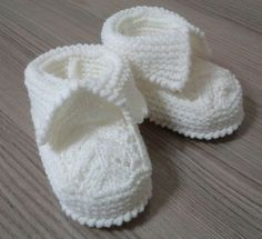 Baby Lace Booties by Beyhan Cayir. Free on ravelry. Booties Size: Months Baby Lace Booties by Beyhan Cayir. Free on ravelry. Knitted Baby Boots, Baby Booties Knitting Pattern, Crochet Baby Sandals, Booties Crochet, Baby Girl Crochet, Crochet Baby Shoes, Crochet Baby Booties, Baby Knitting Patterns, Baby Patterns