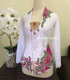 sweeett banget.. Kebaya Lace, Kebaya Brokat, Batik Kebaya, Dress Brokat, Kebaya Dress, Kebaya Encim Modern, Modern Kebaya, Women's Fashion Dresses, Hijab Fashion
