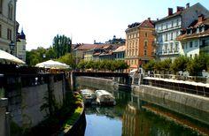 Pontes históricas da Liubliana compõem cenário agitado para os turistas. Pictures, Domestic Destinations, Bridges, Road Maps, Wayfarer, Viajes, Tourism, Photos, Grimm