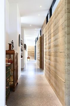 Love the rammed earth Grand Designs Australia: Balnarring Rammed Earth house Education Architecture, Sustainable Architecture, Residential Architecture, Contemporary Architecture, Pavilion Architecture, Contemporary Interior, Grand Designs Australia, Rammed Earth Homes, Rammed Earth Wall