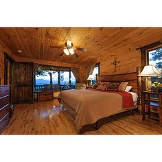 The rooms in the Bearly Behaving cabin bring the outdoors in!