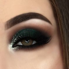 "2,823 Likes, 165 Comments - H I L L A R Y • P E N N E L L (@hillary_pennell) on Instagram: ""Dark Green Smokey Eye requested by my husband @ken_pennell ✨ @morphebrushes @jaclynhill Jaclyn…"""