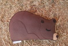 Forest Critters Sleepy Bear with Blackberries Eco par SavageSeeds, $34.00