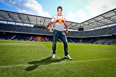 In der Red Bull Arena. // En la Red Bull Arena. Red Bull, Happy Birthday, 28th Birthday, Happy Brithday, Urari La Multi Ani, Happy Birthday Funny, Happy Birth