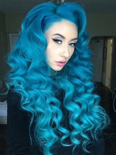Bright teal wavy hair #bright #dyed #unnatural #hair