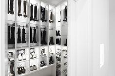 Pomysłowa szafa, szafa na buty, garderoba. Zobacz więcej na: https://www.homify.pl/katalogi-inspiracji/13504/kreatywne-pomysly-na-aranzacje-wnetrz